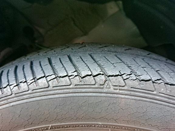 タイヤのひび